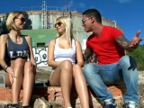Vidéo porno mobile : He fucks two sexy blondes outdoors